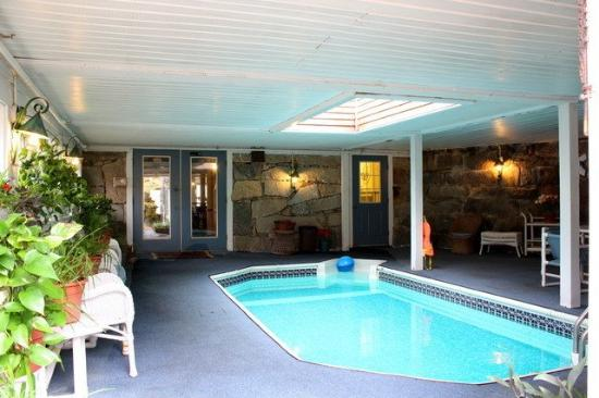Colonial House Inn: Pool