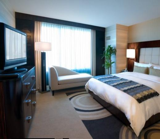 Deluxe suite bedroom picture of motorcity casino hotel for Motor city casino hotels
