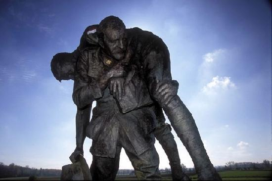 Amiens, Frankrike: Cobbers statue, Fromelles