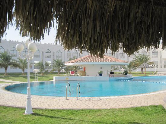 Liwa Hotel: pool area