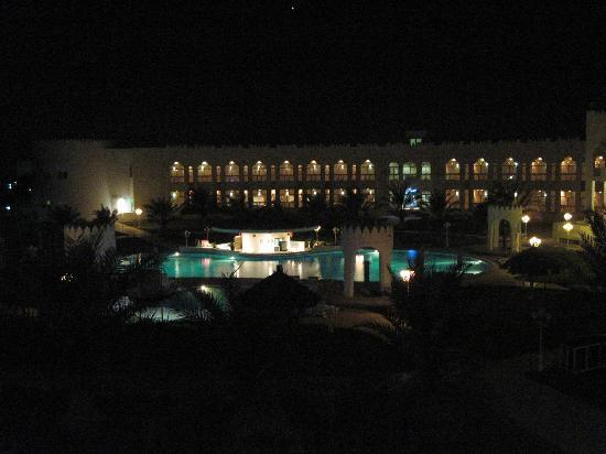 Liwa Hotel: at night
