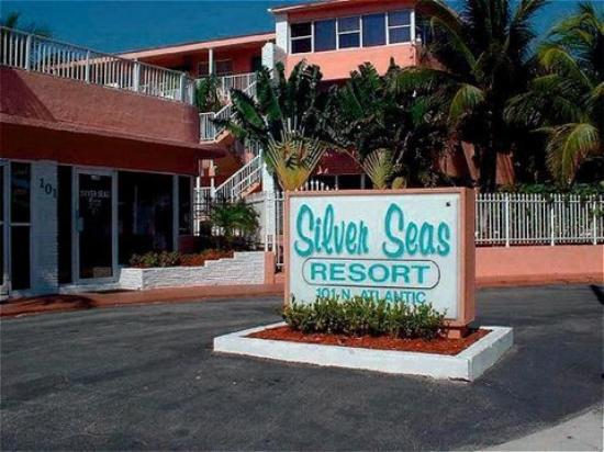Silver Seas Beach Resort: Exterior