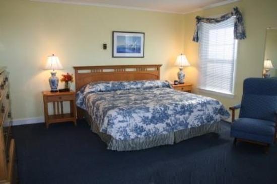 Sebasco Harbor Resort : Main Lodge Standard Room