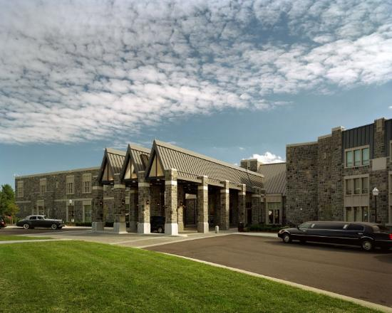 The Inn at Virginia Tech & Skelton Conference Center: Front Entrance