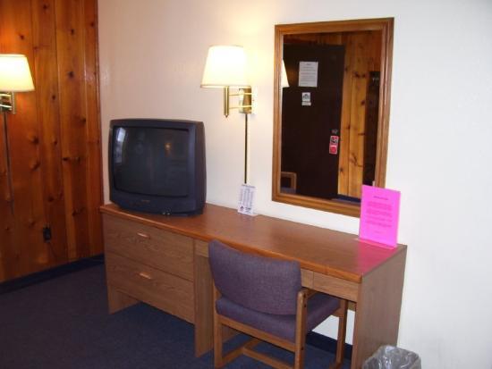 Traveler's Inn: Lobby view