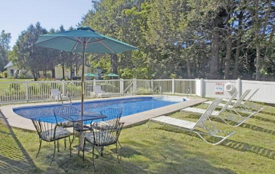 Tucker Hill Inn: Pool view