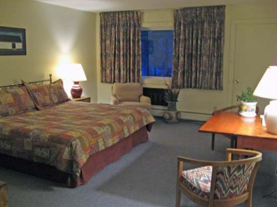 Hob Knob Inn : Deluxe king room