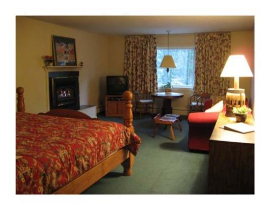 Hob Knob Inn : Jr suite with fireplace