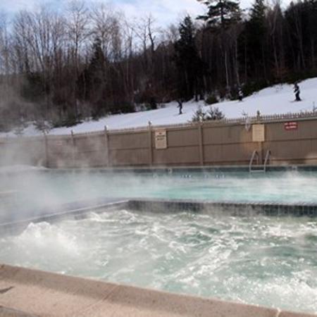 Attitash Grand Summit Hotel: Winter Pool