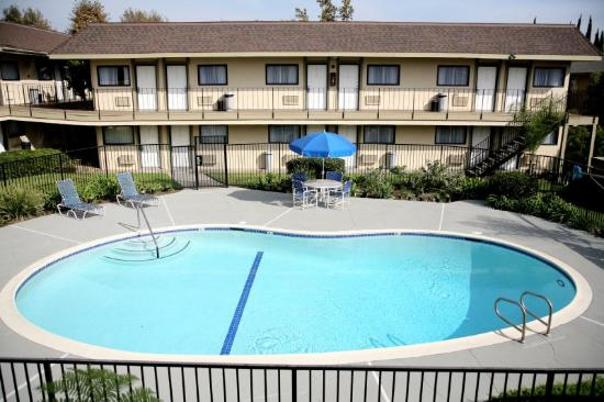 Key Inn: Main Pool view