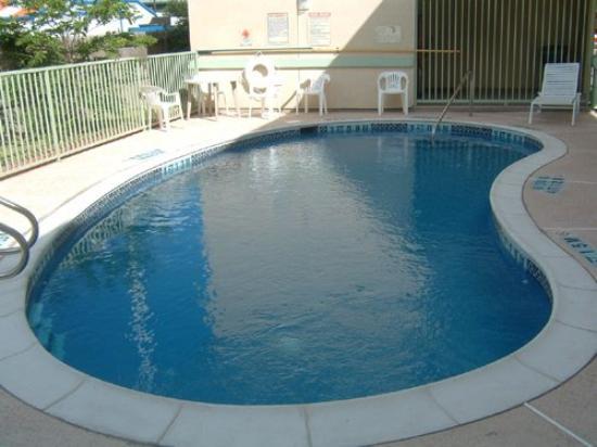 Americas Best Value Inn Brownsville/Padre Island Highway: Pool