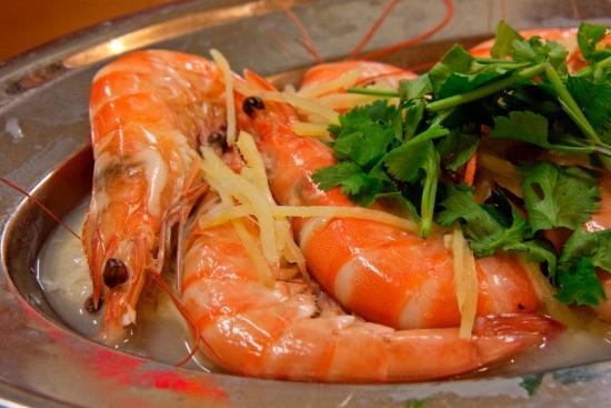 Luyang Seafood Restaurant: Steamed prawns