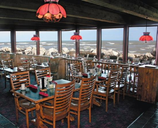 Lighthouse Inn Hotel: Water's Edge Restaurant