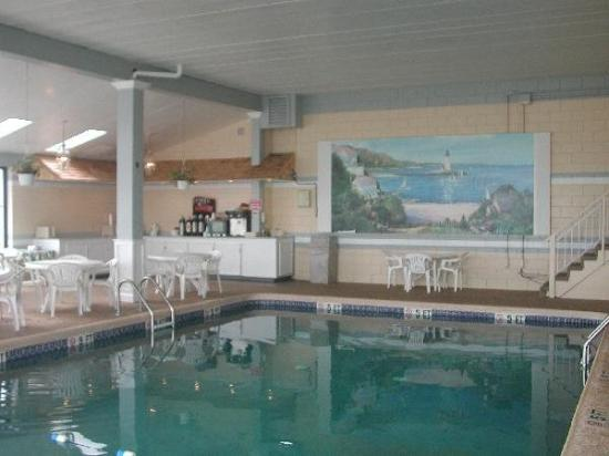 Hyannis Travel Inn: Indoor Pool view
