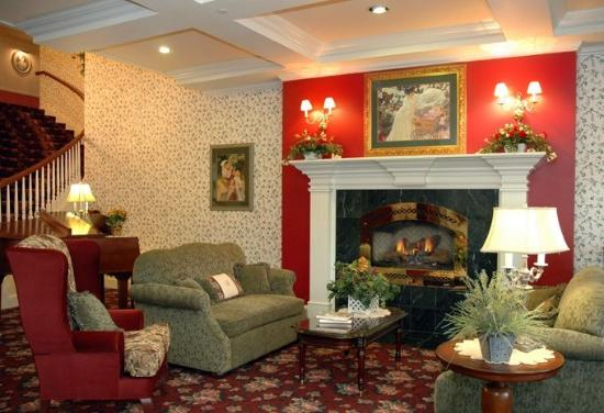 Cascade, ID: Comfortable Lobby with fireplace