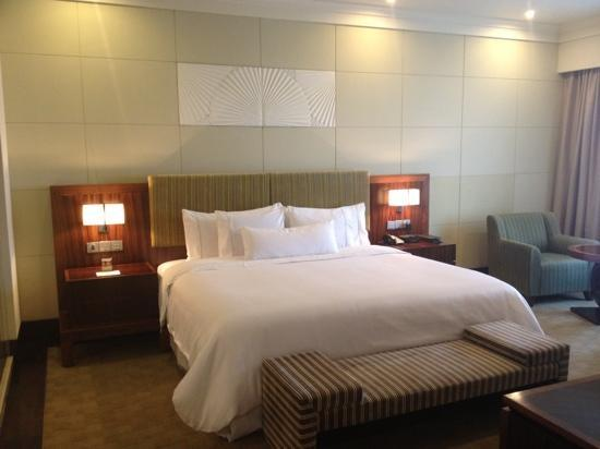The Westin Pune Koregaon Park: bedroom in a suit room