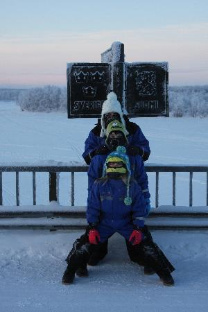 Davvi Arctic Lodge: one foot in Sweden one in Finland