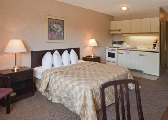 Econo Lodge Inn & Suites: CNENQ