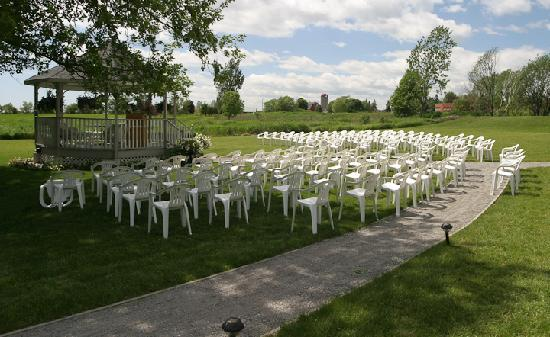The Waring House: Our grounds make a lovely venu for an outdoor country wedding.