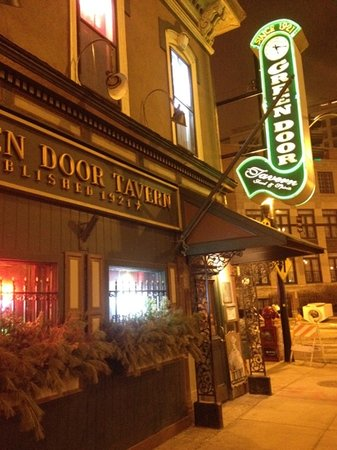 Photo of American Restaurant The Green Door Tavern at 678 N Orleans St, Chicago, IL 60654, United States