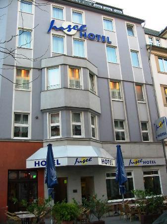 Insel Hotel: Fachada y entrada del hotel