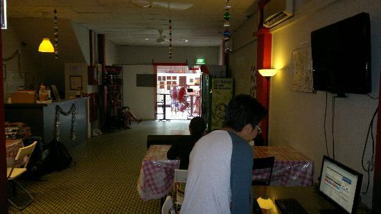New Society Backpackers' Hotel: The communal area...