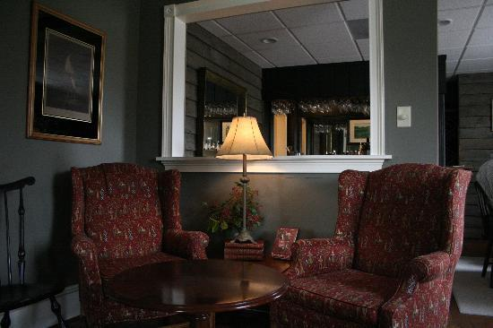 The Inn at Montross: Lovely lounge area with live piano music and wine to enjoy
