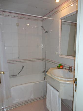 Hotel Dom Fernando: Casa de banho