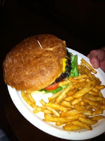F McLintocks Saloon & Dining: huge burgers!!