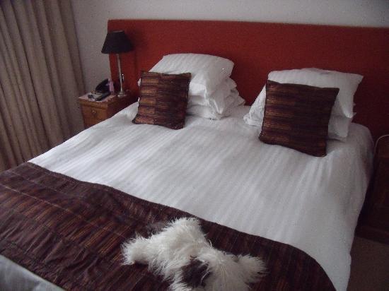 Waterhead Hotel: The bed is huge!