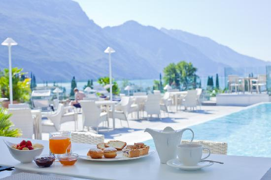 Hotel Kristal Palace - Tonelli Hotels : Sky Pool Breakfast