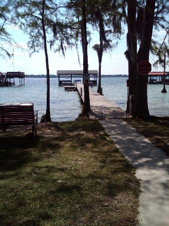 Tar Heel Cottages: Private Pier for Guests
