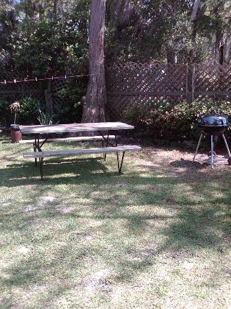 Tar Heel Cottages: Picnic Area by Waterfront Apartment #9