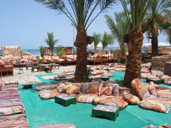 Menaville Resort: Von der Poolbar mit Bick auf Spa.