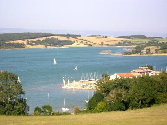 Chateau de Saint Michel de Lanes: Lac à 3 km