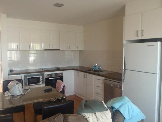 Port Campbell Parkview Apartments: kitchen