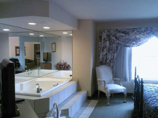 Country Inn & Suites By Carlson, Green Bay : Whirlpool Suite (Celebration) w/o fireplace