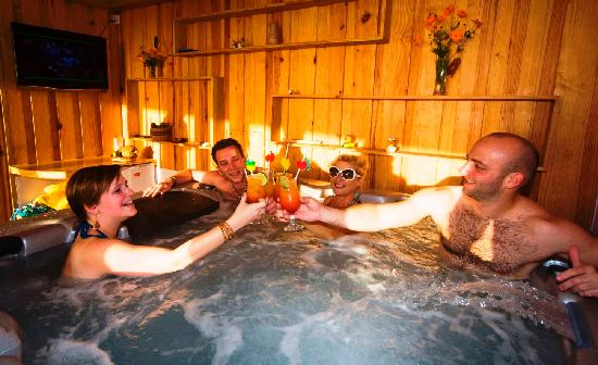 The Champs, Hotel, Restaurant & Bar: Cocktails in the Jacuzzi