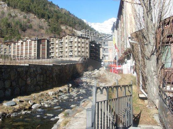 Hotel Montane: Street view
