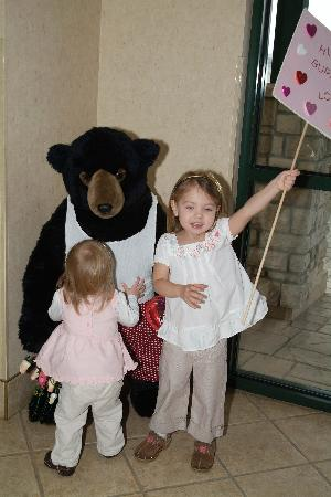 Boothill Inn & Suites: Monte (short for Montana Bear) is a favorite amongst our younger guests.