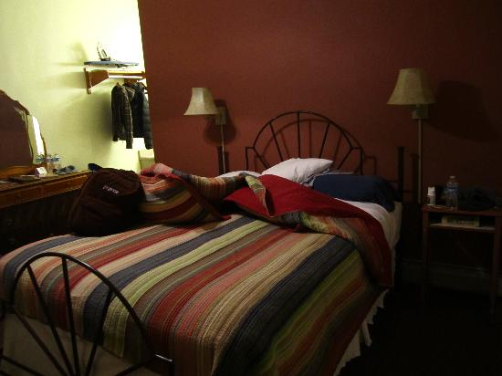 The Leland House and Rochester Hotel: Our lumpy bed