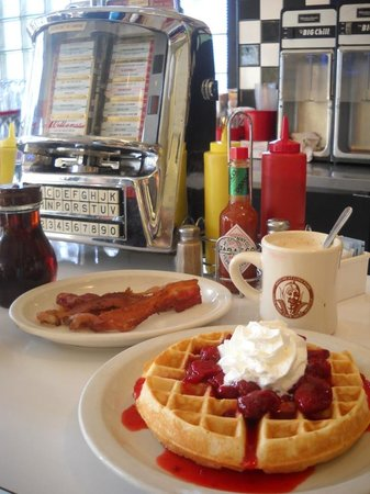 Photo of American Restaurant Luna Park Cafe at 2918 Sw Avalon Way, Seattle, WA 98126, United States