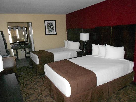 Quality Inn & Suites Phoenix NW-Sun City: Renovated Double Room