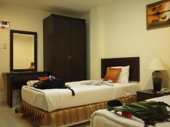 Queen's Garden Resort at River View: Room