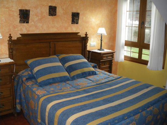Hotel Rural El Torrejon: Habitacion nº 8 arenas de Cabrales Asturias