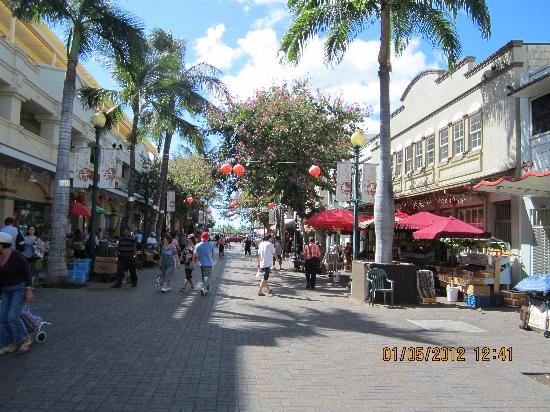 Chinatown picture of chinatown honolulu tripadvisor for Fishing stores oahu