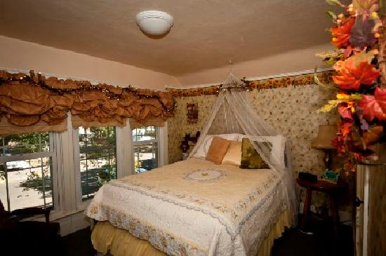 3rd Street Nest Bed & Breakfast: The Garden Room