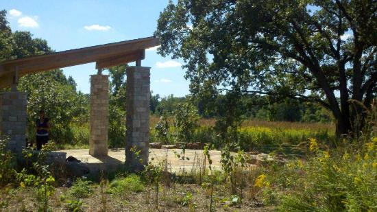 Taltree Arboretum and Gardens: Ed's Oasis on Bluebird Trail