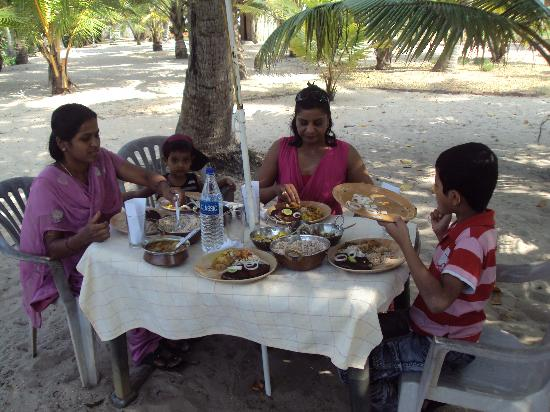 Sreekrishna Ayurveda Centre: enjoying lunch at the centre over looking the beach