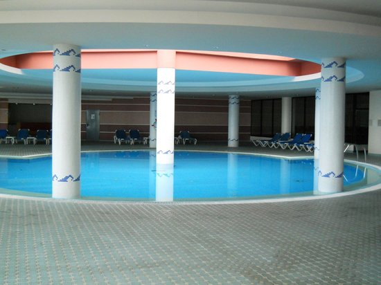 Ponta Delgada, Portugalia: piscine intérieure du Monte Mar Palace